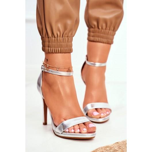 Krásne strieborné spoločenské dámske sandále