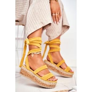 Krásne dámske žlté sandále na vysokej platforme