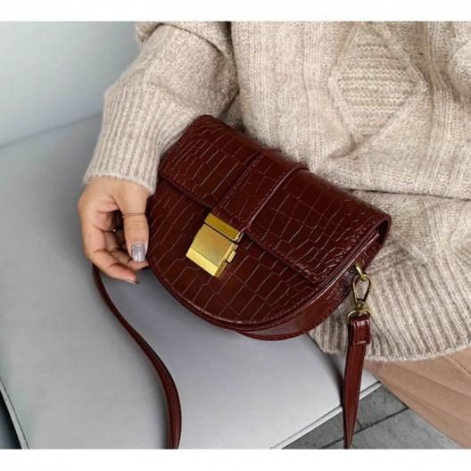 Dámska hnedá crossbody kabelka s výrazným zlatým zapínaním