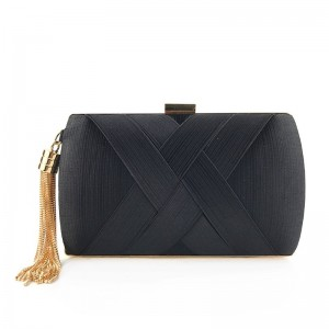 Luxusná dámska čierna listová kabelka s ozdobným strapcom