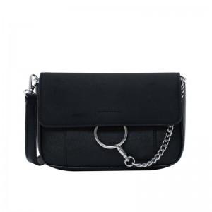 Dámska crossbody čierna kabelka s ozdobnou retiazkou