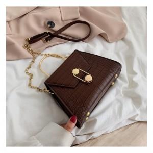 Elegantná hnedá crossbody kabelka so zlatou retiazkou