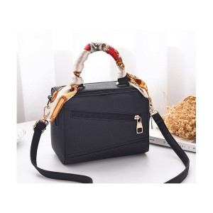 Čierna kufríková dámska crossbody kabelka so šatkou