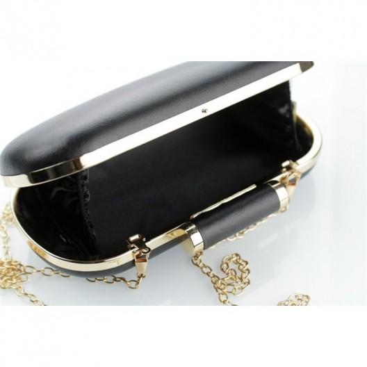 Čierna listová kabelka so zlatým kovaním a retiazkou