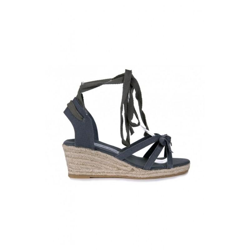 6299aaeb67e9 Dámske šnurovacie sandále sivej farby - fashionday.eu
