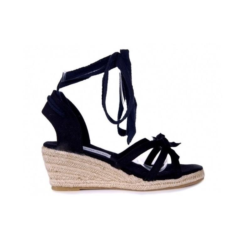 Lacné dámske sandále čiernej farby - fashionday.eu c1c9da85028