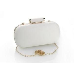 Krásna biela listová kabelka so zlatým kovaním a retiazkou