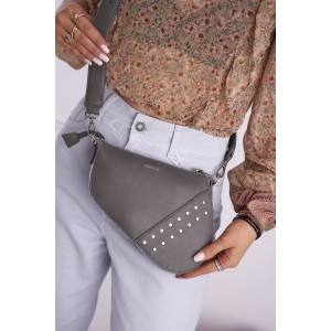 Crossbody sivá kabelka s vybíjancami v tvare ľadvinky