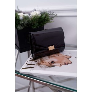 Elegantná dámska listová kabelka so zlatým kovaním a retiazkou