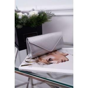 Dámska strieborná listová kabelka úzkeho tvaru a zlatou retiazkou