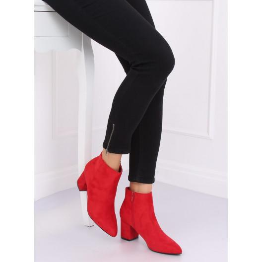 Červené členkové topánky v elegantnom strihu