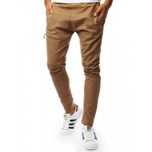 Trendy pánske hnedé jogger nohavice s nápisom