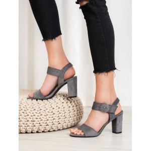 Elegantné dámske sivé sandále s módnou retro prackou