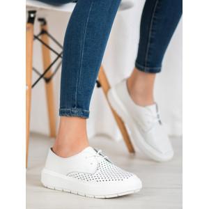 Biele dámske dierkované letné topánky na platforme