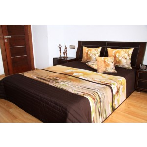 Hnedý prehoz na posteľ so vzorom kvetov