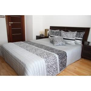 Strieborný prehoz na posteľ so sivými kvetmi