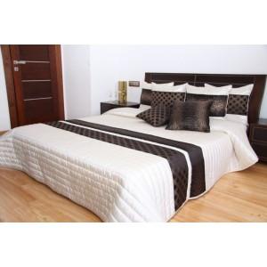 Biely prehoz na posteľ so vzorom