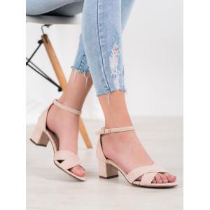 Moderné dámske sandále nízke v hnedej farbe
