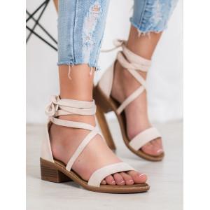 Štýlové dámske sandále na nízkom podpätku
