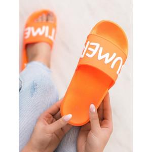 Moderné šľapky v oranžovej farbe s nápisom