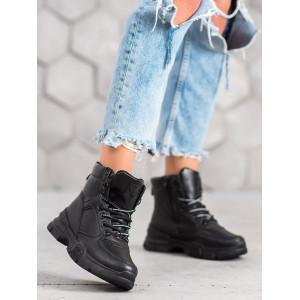 Zateplené dámske topánky čiernej farby
