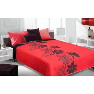 Červený prehoz na posteľ s čiernymi kvetmi