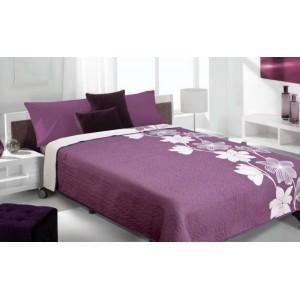 Fialovo biele prehozy na posteľ s kvetovym motívom