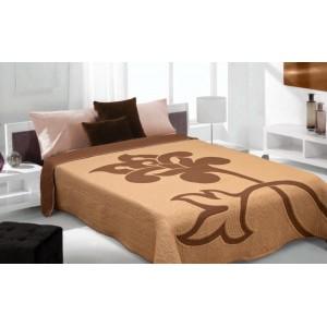 Hnedý prehoz na posteľ so vzorom kvetu