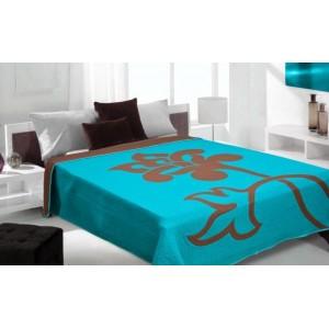Prehoz na posteľ modrej farby so vzorom kvetu