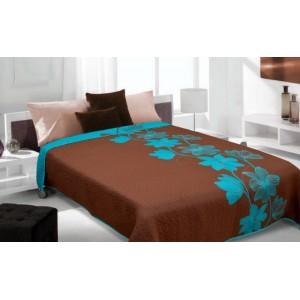 Hnedý prehoz na posteľ s modrým vzorom