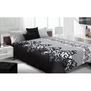 Čierny prehoz na posteľ s bielymi vzormi