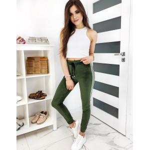 Trendy dámske zelené tepláky s bielymi bočnými pásmi