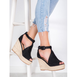 Letné topánky v čiernej farbe pre dámy na platforme
