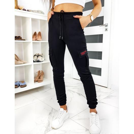 Štýlové dámske čierne jogger tepláky s veľkým vreckom