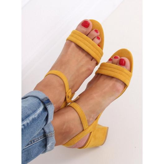 Krásne dámske žlté sandále na módnom vysokom opätku