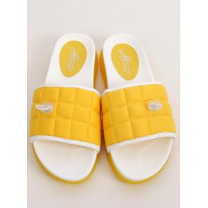 Športové žlté dámske šľapky k vode
