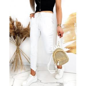 Atraktívne dámske biele nohavice so strapcami