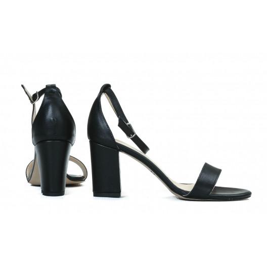 Čierne dámske kožené sandále lakované na módnom opätku