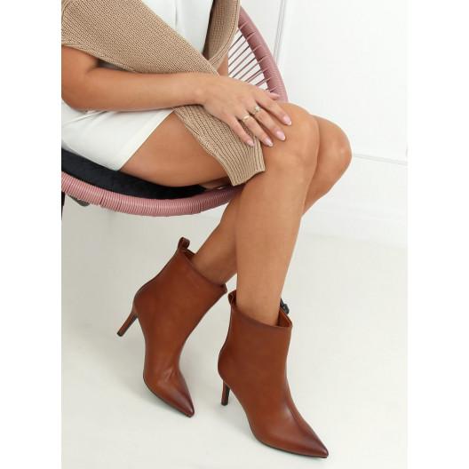 Krásne dámske hnedé kotníkové čižmy na opätku