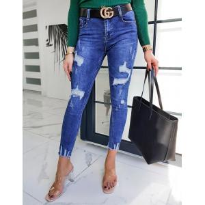 Úzke roztrhané modré jeansy