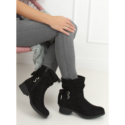 Moderné dámske čierne kotníkové topánky s designovým viazaním