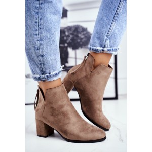 Dámske béžové kotníkové topánky na opätku a zadným zipsom