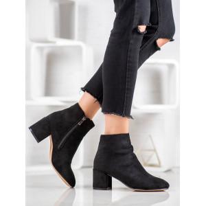 Elegantné dámske kotníkové topánky čiernej farby