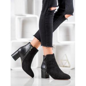 Klasické semišové členkové topánky na jeseň