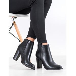 Moderné dámske čierne členkové čižmy