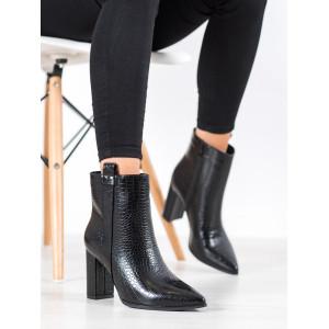 Jesenné dámske kotníkové topánky v čiernej farbe