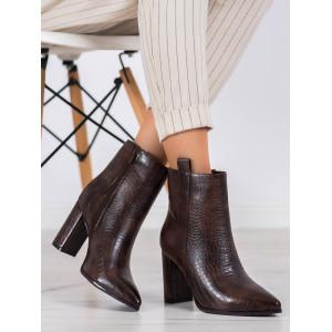 Štýlové dámske členkové topánky so vzorom v hnedom prevedení