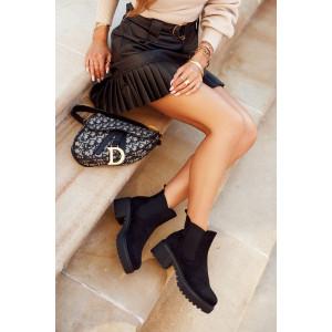 Členková obuv na platforme čiernej farby