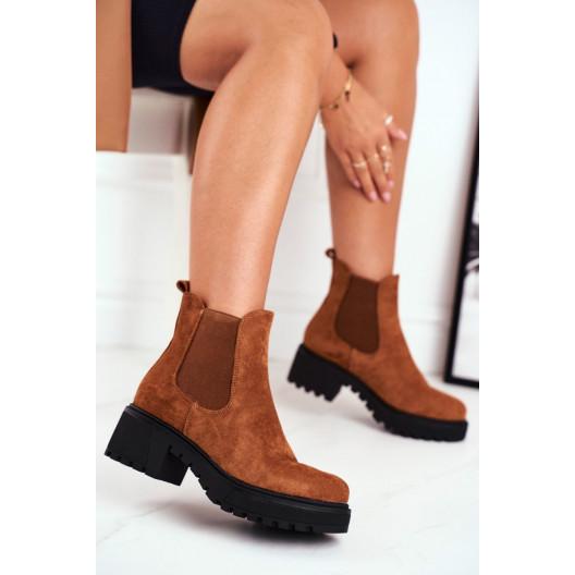 Pohodlné dámske semišové kotníkové topánky s bočnou gumou