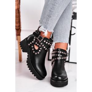 Dámske čierne kotníkové topánky s módnymi striebornými cvokmi